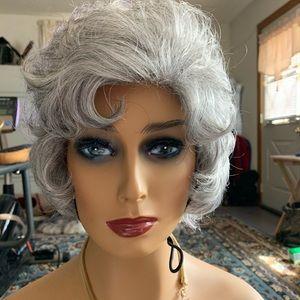 Gray Paula Young synthetic wig